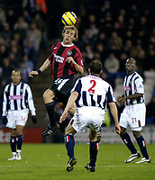 Fotball<br /> England 2004/2005<br /> Foto: SBI/Digitalsport<br /> NORWAY ONLY<br /> 22.01.2005<br /> <br /> West Bromwich Albion v Manchester City<br /> Barclays Premiership<br /> <br /> Man City's Paul Bosvelt (second from L) climbs higher than Riccardo Scimeca