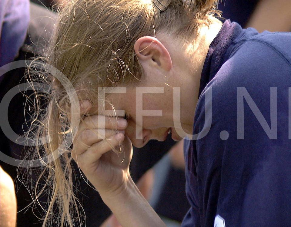 051897 wassenaar nederland europacup hochey finale<br />hgc dames hc berlin<br />een ontroostbare evenblij niet alleen de finale verloren maar ook een kapotte enkel<br />foto frank uijlenbroek©1997