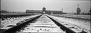 'La porta della morte', da qui transitavano tutti i prigionieri destinati ad Auschwitz II, Birkenau