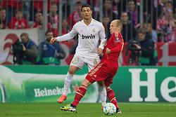 17-04-2012 VOETBAL: UEFA CL FC BAYERN MUNCHEN - REAL MADRID CF: MUNCHEN<br /> Arjen Robben (Bayern #10) stopt Cristiano Ronaldo<br /> ***NETHERLANDS ONLY***<br /> ©2012-FotoHoogendoorn.nl-NPH/Straubmeier