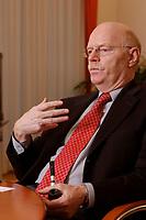 15 JAN 2003, BERLIN/GERMANY:<br /> Peter Struck, SPD, Bundesverteidigungsminister, mit Pfeife, waehrend einem Interview, in seinem Buero, Bundesministerium der Verteidigung<br /> Peter Struck, Federal Minister of Defense, during an interview, in his office<br /> IMAGE: 20030115-04-001