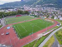 Luftfoto som viser banene og tribunen på Narvik stadion.