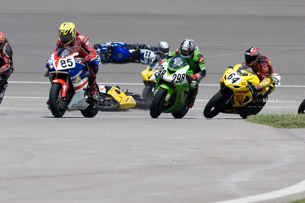 Round 3 of the 2006 AMA Superbike Championship at the California Speedway, Fontana, April 28-30, 2006<br /> <br /> ::Images shown are not post processed ::Contact me for the full size file and required file format (tif/jpeg/psd etc) <br /> <br /> ::For anything other than editorial usage, releases are the responsibility of the end user and documentation/proof will be required prior to file delivery.