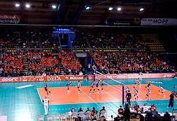 10-11-2007 VOLLEYBAL: PRE OKT: NEDERLAND - OEKRAINE: EINDHOVEN<br /> Nederland wint ook de 3de wedstrijd met 3-0 van Oekraine en plaatst zich voor het OKT in Duitsland begin januari / Indoor Sport Centrum Eindhoven - sporthal<br /> ©2007-WWW.FOTOHOOGENDOORN.NL