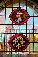 France, Indre-et-Loire (37), Loches, la cité médiévale, le Logis Royal et le chateau, le vitrail représentant Charles VII // France, Indre-et-Loire (37), Loches, Royal castle and dwelling, staiend glass of Charles VII