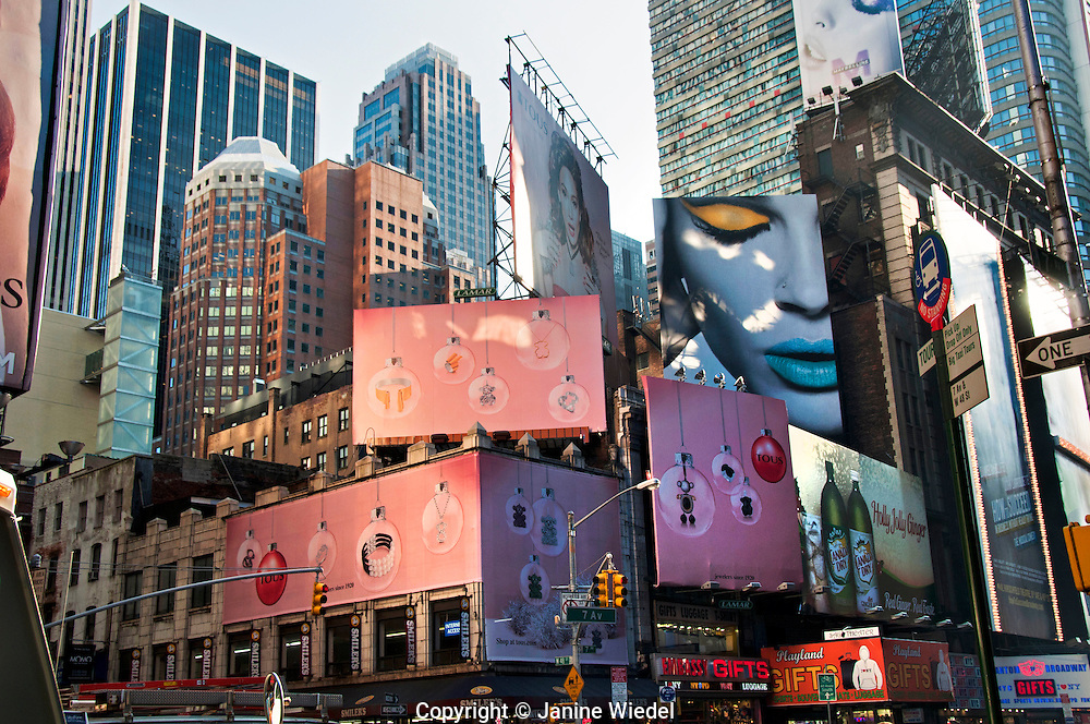 New York City Time Square buildings with huge billboards adverts for Maybelline and Tous jewelery.