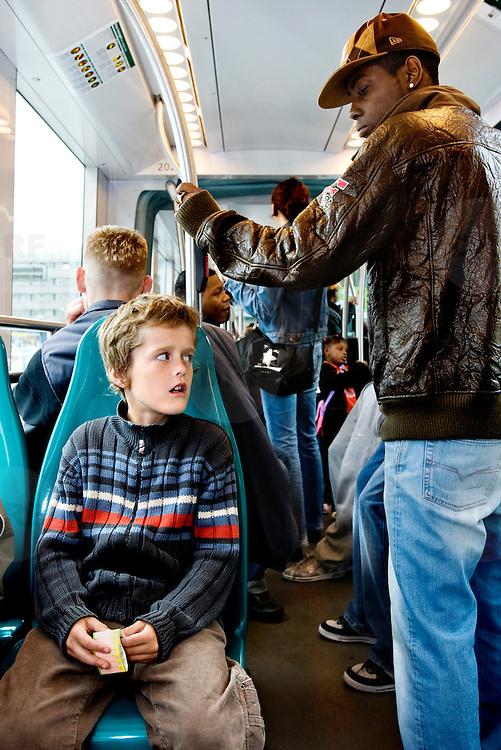 Nederland Rotterdam 23 juli 2007 20070723 Foto : David Rozing ..Jongeren jeugd in de tram openbaar vervoer Rotterdam ..Foto David Rozing/