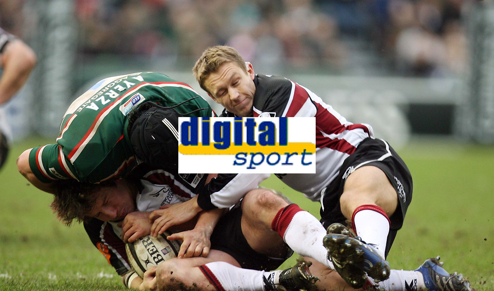 Photo: Rich Eaton.<br /> <br /> Leicester Tigers v Newcastle Falcons. Guinness Premiership. 27/01/2007. Jonny Wilkinson of Newcastle Falcons right makes an impact within a few seconds of coming on late in the first half tackling Marcos Ayerza