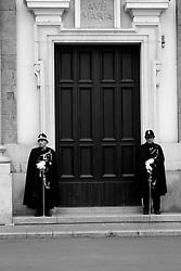 I riti della Settimana Santa a Taranto terminano con la chiusura del portale della Chiesa del Carmine.