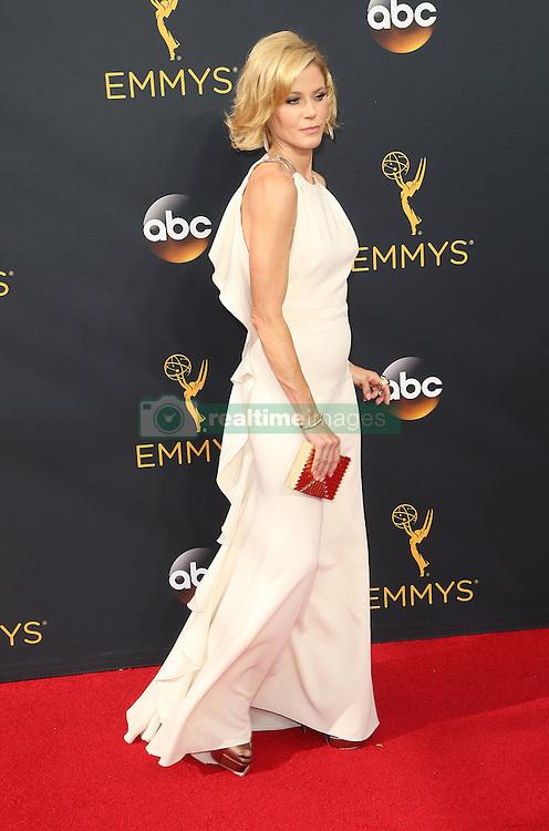 Julie Bowen  bei der Verleihung der 68. Primetime Emmy Awards in Los Angeles / 180916<br /> <br /> *** 68th Primetime Emmy Awards in Los Angeles, California on September 18th, 2016***