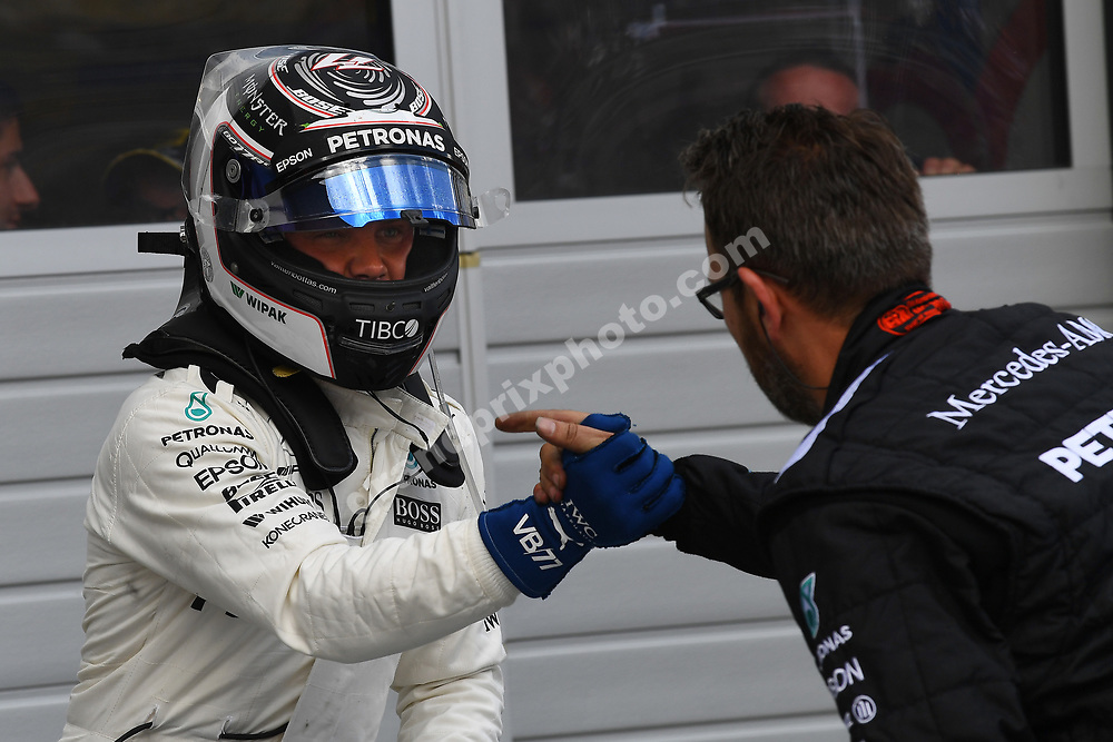 Valtteri Bottas and Mercedes mechanic after qualifying for the 2017 Austrian Grand Prix at the Red Bull Ring in Spielberg. Photo: Grand Prix Photo