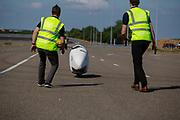 Op de RDW baan in Lelystad wordt geoefend met de VeloX 8. In september wil het Human Power Team Delft en Amsterdam, dat bestaat uit studenten van de TU Delft en de VU Amsterdam, tijdens de World Human Powered Speed Challenge in Nevada een poging doen het wereldrecord snelfietsen voor vrouwen te verbreken met de VeloX 8, een gestroomlijnde ligfiets. Het record is met 121,81 km/h sinds 2010 in handen van de Francaise Barbara Buatois. De Canadees Todd Reichert is de snelste man met 144,17 km/h sinds 2016.<br /> <br /> With the VeloX 8, a special recumbent bike, the Human Power Team Delft and Amsterdam, consisting of students of the TU Delft and the VU Amsterdam, also wants to set a new woman's world record cycling in September at the World Human Powered Speed Challenge in Nevada. The current speed record is 121,81 km/h, set in 2010 by Barbara Buatois. The fastest man is Todd Reichert with 144,17 km/h.