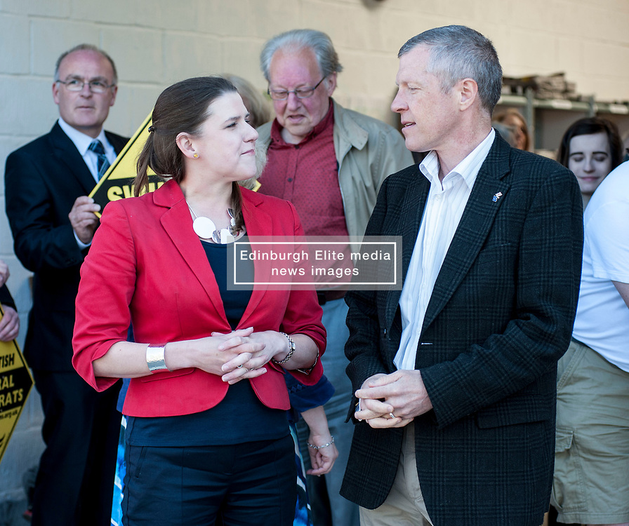 Scottish Lib Dem leader Willie Rennie and East Dumbartonshire candidate Jo Swinson on the campaign trail in Crossveggate.<br /> <br /> © Dave Johnston/ EEm
