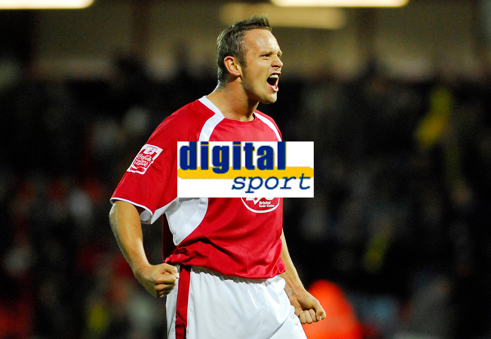 Photo: Leigh Quinnell/Sportsbeat Images.<br /> Watford v Bristol City. Coca Cola Championship. 01/12/2007. Bristol Citys Lee Trundle celebrates the win.