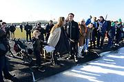 DE HOLLANDSE100 by LYMPH & CO op FlevOnice te Biddinghuizen. Een duatlon bestaande uit twee onderdelen: schaatsen en fietsen. Het evenement wordt georganiseerd om geld op te halen voor Lymph&Co dat zich inzet tegen lymfklierkanker.<br /> <br /> Op de foto: Prinses Annette en Patrick Kluivert