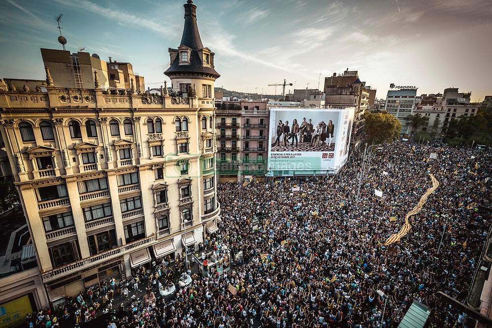 October 3, 2017 - Barcelona, Catalonia, Spain - Thousands of Catalan pro-independence activists shout slogans as they march through Barcelona during a general strike in defense of rights and freedoms after police violence during the secession referendum at October 1st. Spain's Central Government denies that there have been a referendum and does not accept the result as the Catalan referendum law had been suspended by Spain's constitutional court. (Credit Image: © Matthias Oesterle via ZUMA Wire)