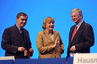 11 NOV 2002, HANNOVER/GERMANY:<br /> Peter Mueller (L), CDU, Ministerpraesident Saarland, Angela Merkel (M), CDU Bundesvorsitzende, und Roland Koch (R), CDU, Ministerpraesident Hessen, im Gespraech, CDU Bundesparteitag, Hannover Messe<br /> IMAGE: 20021111-01-133<br /> KEYWORDS: Parteitag, party congress, Peter Müller, Ministerpräsident, gespräch
