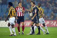 Fotball<br /> Nederland 2004/2005<br /> Foto: Proshots/Digitalsport<br /> NORWAY ONLY<br /> <br /> 21/11/2004 <br /> <br /> Bråk på tribunen førte til at kampen ble stoppet en periode<br /> <br /> vitesse - psv uitslag 0-2 scheidsrechter Ruud bossen staakt de wedstrijd na spreekkoren van vitesse supporters