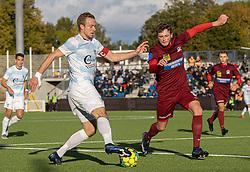 Jonas Henriksen (FC Helsingør) udfordrer Nicolai Dohn (Skive IK) under kampen i 1. Division mellem FC Helsingør og Skive IK den 18. oktober 2020 på Helsingør Stadion (Foto: Claus Birch).