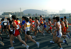 21-10-2007 ATLETIEK: ANA BEIJING MARATHON: BEIJING CHINA<br /> De Beijing Olympic Marathon Experience georganiseerd door NOC NSF en ATP is een groot succes geworden / Simon Vroemen was de beste Nederlander met een tijd van 2.23. achtergrond het Olympisch Stadion Birdnest en WaterCube<br /> ©2007-WWW.FOTOHOOGENDOORN.NL