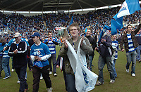 Photo: Kevin Poolman.<br />Reading v Derby County. Coca Cola Championship. 01/04/2006. Reading fans celebrate.