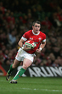 Shane Williams of Wales in action. Invesco perpetual series, Wales v Argentina at the Millennium Stadium in Cardiff on Sat 21st Nov 2009. pic by Andrew Orchard, Andrew Orchard sports photography,