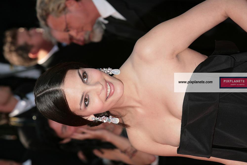 Bojana Panic - Montée des marches - Soirée de cloture du 60 ème Festival de Cannes - 27/05/2007 - JSB / PixPlanete