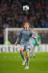 EINDHOVEN, THE NETHERLANDS - Tuesday, December 9, 2008: Liverpool's Lucas Leiva in action against PSV Eindhoven during the final UEFA Champions League Group D match at the Philips Stadium. (Photo by David Rawcliffe/Propaganda)