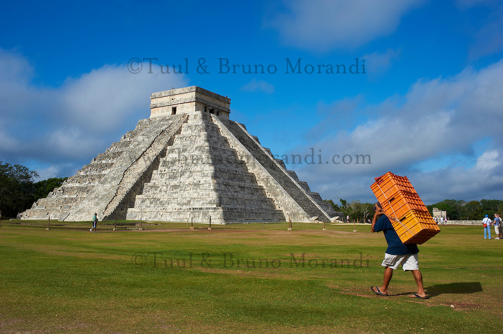 Mexique, Etat du Yucatan, site archeologique de Chichen Itza, Patrimoine Mondial UNESCO, Pyramide El Castillo, Temple de Kukulcan, anciennes ruines maya // Mexico, Yucatan state, Chichen Itza archeological site, World heritage of UNESCO, Pyramide El Castillo, Temple of Kukulcan, ancient mayan ruins