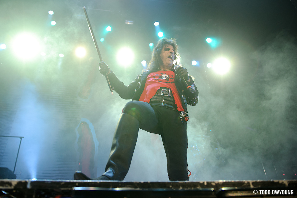 Photos of Alice Coooper performing on The Halloween Hootenanny Tour at the Family Arena in St. Louis on October 7, 2010