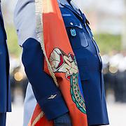 NLD/Breda/20130327 - HMH Konining Beatrix brengt decoratie Kosovo 1999 aan op vaandel Koninklijke Luchtmacht,