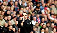 Photo: Alan Crowhurst.<br />Charlton Athletic v Aston Villa. The Barclays Premiership. 30/12/2006. Villa coach Martin O'Neill gives instructions.