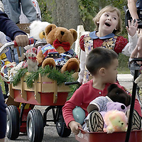 Cali Brown, 4, of Clear Lake waves during the West Bay Common School Museum's seventh annual Children's Teddy Bear parade in League City, 12/04/04.    (Photo by Kim Christensen)
