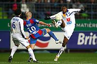 FOOTBALL - FRENCH CHAMPIONSHIP 2009/2010  - L2 - SM CAEN v LE HAVRE AC - 30/11/2009 - PHOTO ERIC BRETAGNON / DPPI - GUEIDA FOFANA (HAC) / BENJAMIN NIVET (CAE)