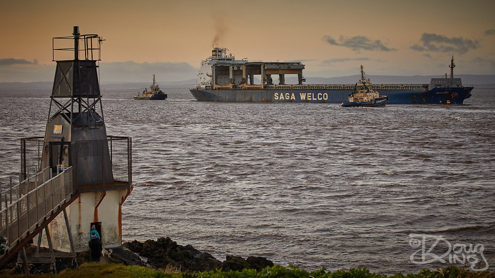 The Saga Welco receiving assistance from tugs whilst manoeuvring passed Portishead Point in the Bristol Channel