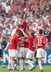 01-06-2003 NED: Amstelcup finale FC Utrecht - Feyenoord, Rotterdam<br /> FC Utrecht pakt de beker door Feyenoord met 4-1 te verslaan / Jean Paul de Jong scoort de 1-0, Patrick Zwaanswijk, Alje Schut, Igor Gluscevic, Stijn Vreven