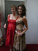 Jo Elvin and Teri Hatcher. Glamour Women Of The Year Awards 2005, Berkeley Square, London.  June 7 2005. ONE TIME USE ONLY - DO NOT ARCHIVE  © Copyright Photograph by Dafydd Jones 66 Stockwell Park Rd. London SW9 0DA Tel 020 7733 0108 www.dafjones.com