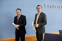 12 APR 2010, BERLIN/GERMANY:<br /> Frank-Juergen Weise (L), Vorstandsvorsitzender der Bundesanstalt fuer Arbeit, und Karl-Theodor zu Guttenberg (R), CDU, Bundesverteidigungsminister, nach einer Pressekonferenz zur Vorstellung der Strukturkommission der Bundeswehr, Bundespressekonferenz<br /> IMAGE: 20100412-01-040<br /> KEYWORDS: Frank-Jürgen Weise