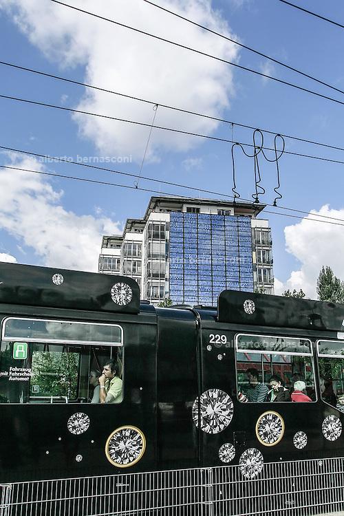 Germany, Freiburg , condominio residenziale con facciata a pannelli solari<br /> <br /> Freiburg, Germany , condo with solar panels on its front