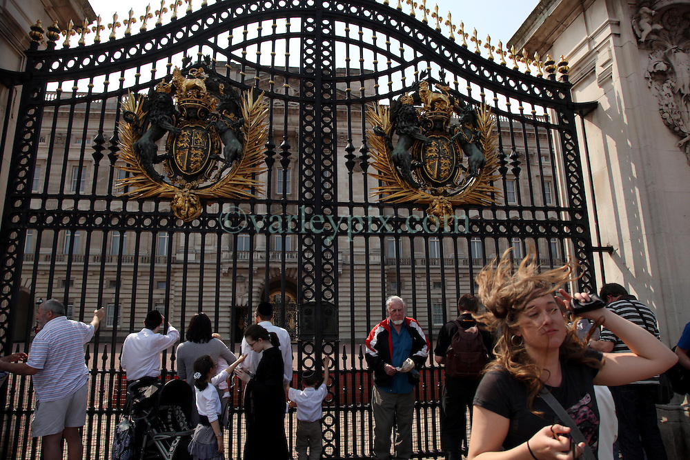 21 April 2011. London, England..Tourists swarm the gates at Buckingham Palace in the run up to Catherine Middleton's marriage to Prince William. The royal will exit and enter these gates..Photo; Charlie Varley.