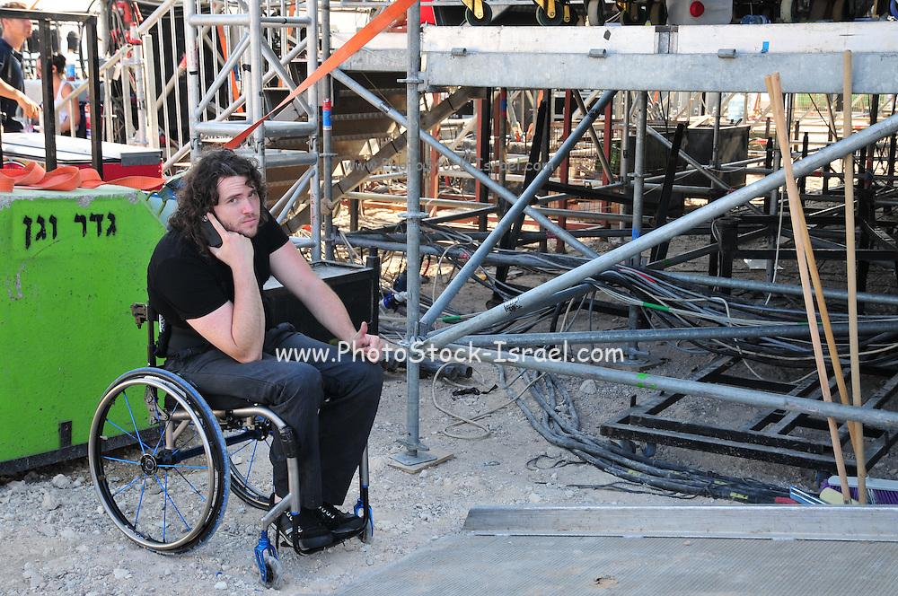 Kochav Nolad (A Star is Born) The Israeli Version of American Idol. Ron Weinreich July 2011