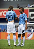 BILDET INNGÅR IKKE I FASTAVTALER OG ALL BRUK BLIR FAKTURERT<br /> <br /> Fotball<br /> USA<br /> Foto: imago/Digitalsport<br /> NORWAY ONLY<br /> <br /> July 26, 2015 - New York, New York USA. Orlando SC at NYC FC MLS Fussball Herren USA game at Yankee Stadium. NYCFC M Andrea Pirlo (21) discusses strategy with NYCFC Mikkel Mix Diskerud (10) Final score Orlando - 3, NYC FC - 5 SOCCER: JUL 26 MLS - Orlando City SC at NYC FC