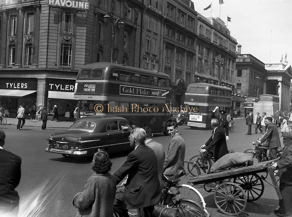 24/06/1959<br /> 06/24/1959<br /> 24 June 1959<br /> Traffic scenes in Dublin.  View of the traffic and pedestrians on O'Connell Street.