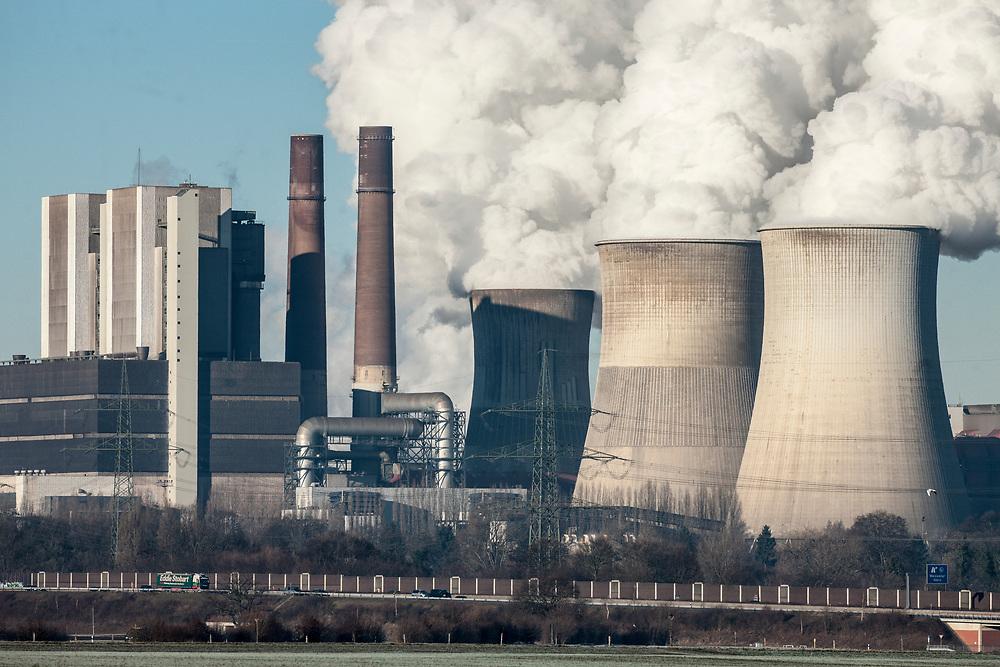 Eschweiler, DEU, 29.12.2016<br /> <br /> Das Braunkohlekraftwerk Weisweiler ist ein von der RWE AG mit Braunkohle betriebenes Grundlastkraftwerk in Eschweiler (Staedteregion Aachen) im Rheinischen Braunkohlerevier.<br /> <br /> The Weisweiler lignite-fired power plant is a base load power plant operated by RWE AG in Eschweiler (Aachen city region) in the Rhenish lignite district.<br /> <br /> Foto: Bernd Lauter/berndlauter.com