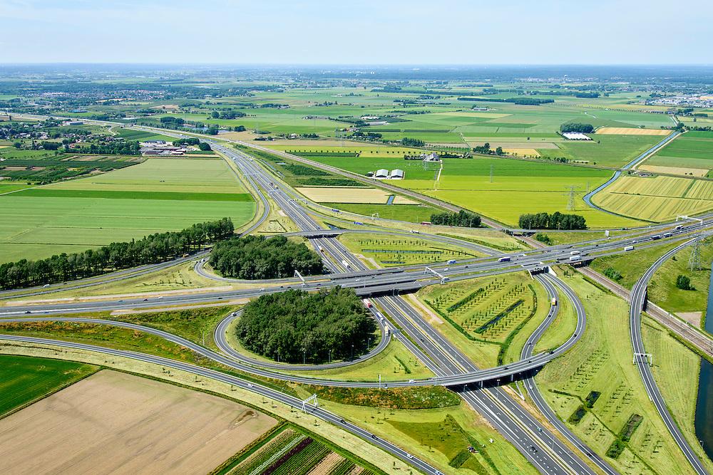 Nederland, Gelderland, Gemeente Overbetuwe, 09-06-2016; knooppunt Valburg, kruising A50 (vlnr) met A15 en Betuweroute (rechts). Foto in westelijke richting.<br /> Valburg junction, A50 and A15, Betuweroute.<br /> <br /> luchtfoto (toeslag op standard tarieven);<br /> aerial photo (additional fee required);<br /> copyright foto/photo Siebe Swart