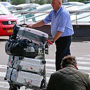 NLD/Schiphol/20110624 - Herman den Blijker met zoontje op Schiphol