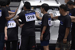 August 5, 2017 - Bangkok, Thailand - A participant with hand placed on a car during of the Subaru Palm Challenge in Bangkok, Thailand, on August 5, 2017. (Credit Image: © Anusak Laowilas/Pacific Press via ZUMA Wire)