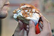 Nederland, Nijmegen, 24-11-2015broodje Spee in de cafetaria op het KeizerKarelpleinFoto: Flip Franssen