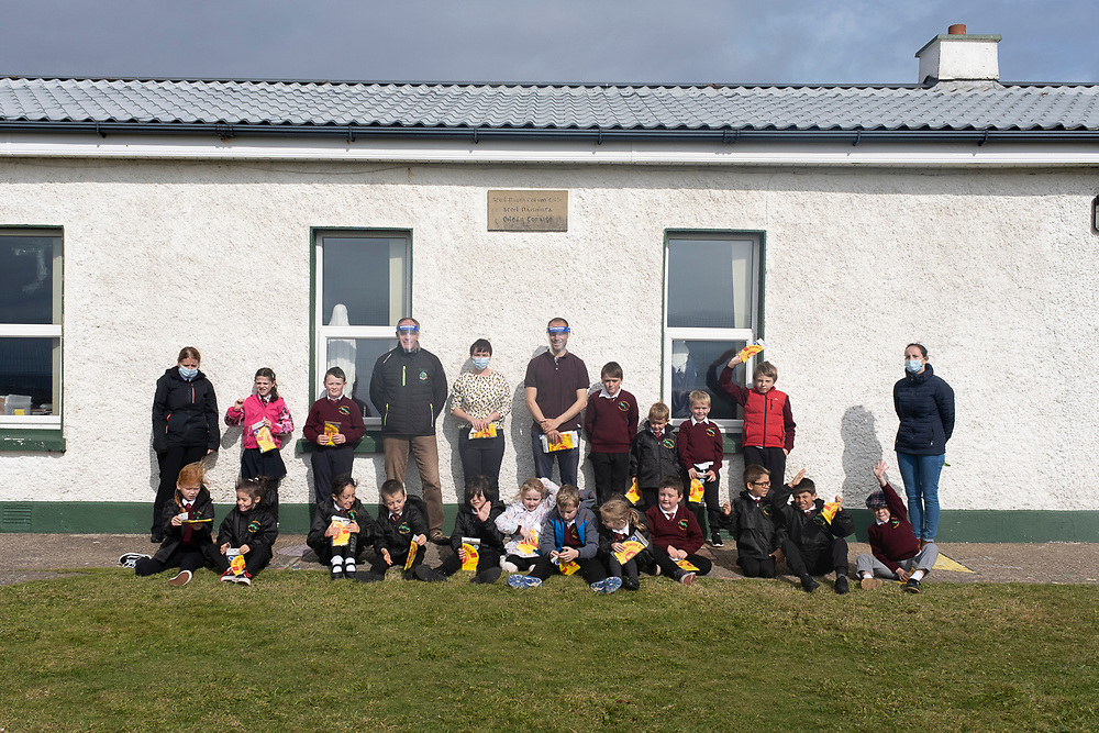 Henry O'Donnell visiting Scoil Naomh Cholmcille on Tory island, his first official stop on the Finswim2020 expedition where he spoke to the students about the importance of water safety. Photo: Rory O'Donnell