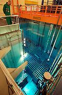 Nederland, Borssele, 30 okt 2003<br />Kerncentrale Borssele van EPZ. Reactorvat. In dit vat van 16 meter diep zitten de brandstofstaven van de kerncentrale. Het blauwe licht in het water wordt door de straling veroorzaakt. <br />Foto (c) Michiel Wijnbergh/Hollandse Hoogte